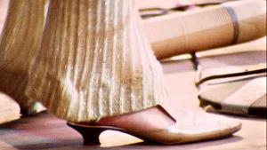 Janis Joplinin kenkä. Kuva dokumenttielokuvasta Janis: Little Girl Blue.