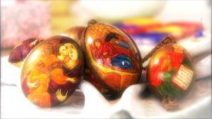 Kuvassa maalattuja pääsiäismunia