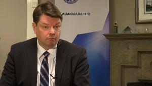 Asianajajaliiton puheenjohtaja Risto Sipilä.