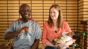 Oneil och Lotten Walker med dottern Celine