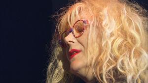 Anna-Mari Kähärä on löytänyt laulun ilon uudelleen oman bändinsä myötä.