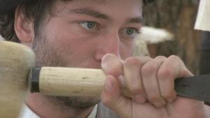Melik Scheurer är utbildad stenhuggare.