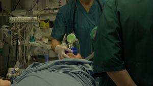 Happihoitoa annetaan Meilahden sairaalassa.