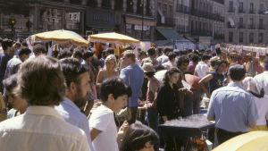 Ruuhkaa El Rastron kirpputorilla Madridissa.