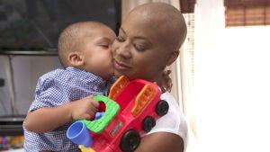 Syöpäkirurgi Lori Wilson ja hänen poikansa Christian