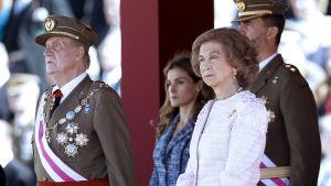 Espanjan kuningasperhe (kuningaspari ja kruununprinssipari) virallisessa tilaisuudessa aikana ennen Juan Carlosin kruunusta luopumista.