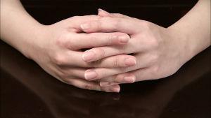 Käsipari dokumentissa Ihmisen kosketus