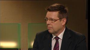 Jari Aarnio haastattelussa.