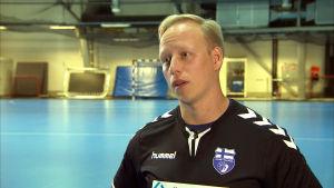 Handbollstränaren Ken Sirenius intervjuas i Kisakallio, Lojo.