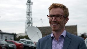 Rónán Mac Con Iomaire säger att RTÉ hela tiden utvecklar sitt medieutbud på iriska.