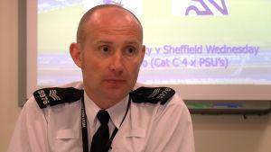 Sergeant Mick Wilkinson, fotbollspolis i Birmingham-regionen.