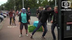 Fotbollssupportrar slåss på gata i Helsingfors.