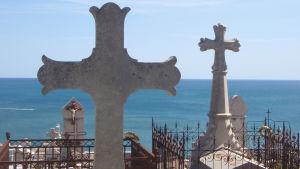 Näkymä Sèten Cimetière Marin -hautausmaalta Välimerelle.