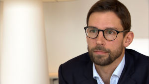 Fredrik Charpentier säger att flygbolaget inte har all information om kunder som har köpt biljetter på nätresebyråer.
