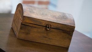 Kuvassa mysteerilaatikko.