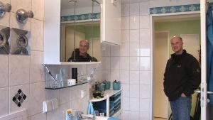 Jan Emrich i ett nytt badrum.