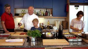 Tomi Laurila opettaa kokkaamaan
