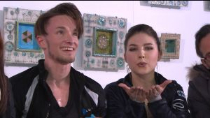 Isdansparet Jussiville Partanen och Cecilia Törn väntar på sina poäng.