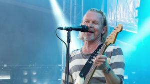 35-vuotisen uransa aikana J. Karjalainen on tehnyt lukuisia koko Suomen tuntemia kappaleita.
