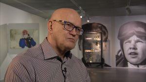 Urheilumanageri Jukka Härkönen Urheilumuseossa.