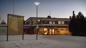 Haapajärven terveyskeskuksen rakennus tammikuussa 2017.