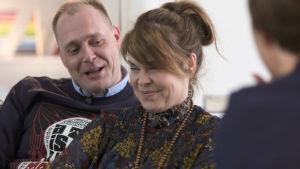 Freddy Friberg och Nina Brännskär-Friberg gästar Cirkus Familj.