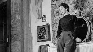 Tove Jansson i sin ateljé 1956