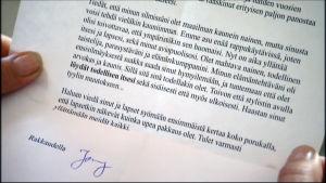 Tuhkimotarinoiden Sirpa sai puolisoltaan kirjeen.
