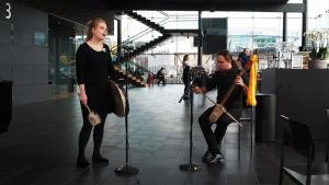 Noora Kauppila ja Juuso Raunio esiintyvät Kantapöydän suorassa lähetyksessä Musiikkitalon kahvilassa 29.3.2017.