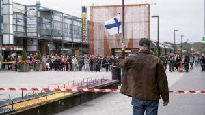 Vihapuhe ja pelko valtasivat suomalaisen keskusteluilmapiirin. Kenen arjessa muuttuneet asenteet näkyvät? Dokumentti Kiehumispiste