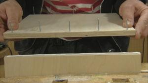 limmar ihop fanerskivor till bord