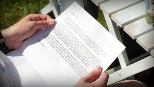 Tuhkimotarinoiden Tiina sai siskoltaan koskettavan kirjeen
