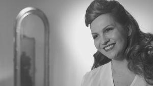 Janina Fry som Rita Hayworth