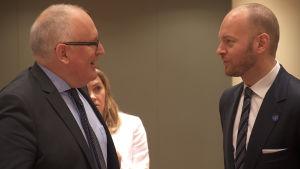 Europaminister Sampo Terho samtalade med EU-kommissionens viceordförande Frans Timmermans.