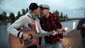 Liftarit on viihdyttävä roadtrip syvälle suomalaiseen mielenmaisemaan.