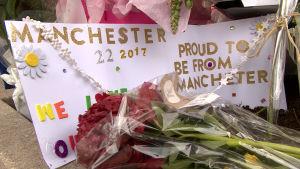 Manchesterborna hedrar minnet av terroroffren.