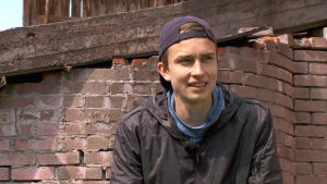 trestergshopparen Simo Lipsanen hemma på gården