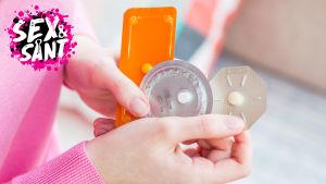 en flicka som håller i olika sorts ångerpiller