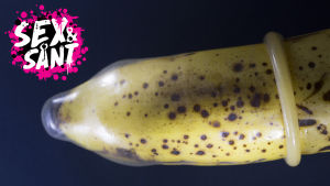 en enda av en banan med en kondom på