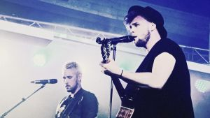 Bandet SVEN uppträder i Dragsvik.