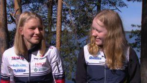 Orienterarna Venla och Sandra intervjuas i Kuortane.