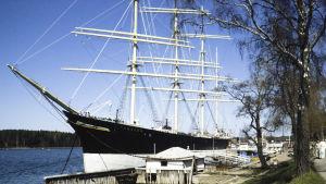 Purjealus Pommern Maarianhaminan satamassa.