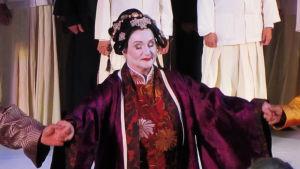 Kirsi Tiihonen Kielin oopperassa.