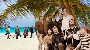 Näyttelijöitä taustallaan Karibianmeren ranta.