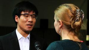 Pianisti Evan Wong Lotta Emanuelssonin haastattelussa.