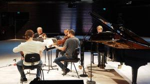 Uusi Helsinki -kvartetti ja Hannu Alasaarela