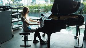 Lied-  ja kamarimusiikkipianistiksi opiskeleva Laura Pulkka.