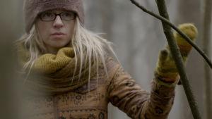 Tuhkimotarinoiden Nannasta puolilähikuva syksyisessä metsässä