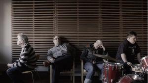 Pertti Kurikan Nimipäivät i studio Lyhty i filmen Toksikajuttu