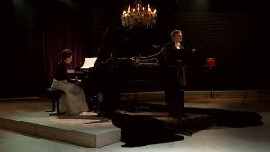 Pianisti Maria Suokas ja lausuja Tuukka Vasama